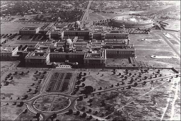 Delhi Now & Then - See how Delhi has changed through CENTURIES. This Is Amazing.! - A rare view of the President's palace and Parliament in New Delhi