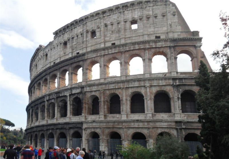Amazing Historical Buildings shining this world with their Beautiful creativity!! - The Colosseum Italy (Rome)