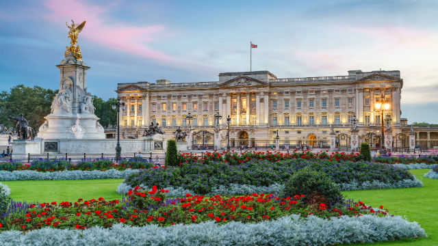 20 Buildings in Europe Every Architect must visit - Buckingham Palace, London, England