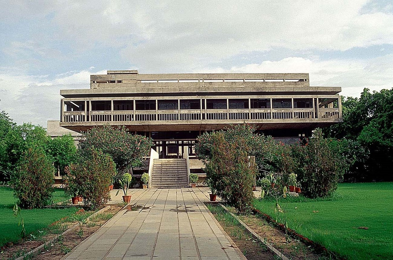 Front elevation of the institute - Institute of Indology