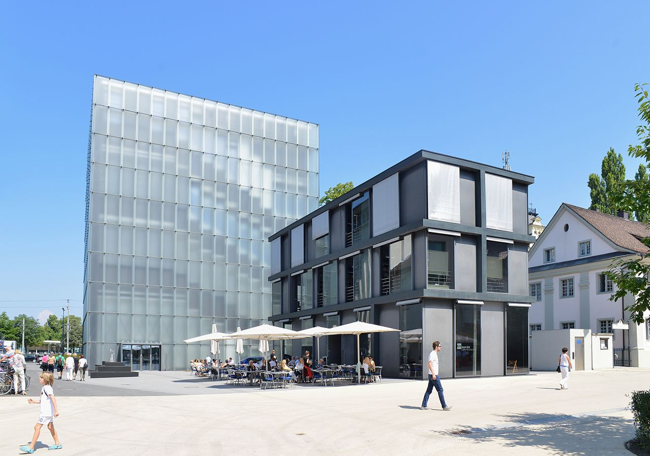 Exterior view from the roadway - Kunsthaus Bregenz