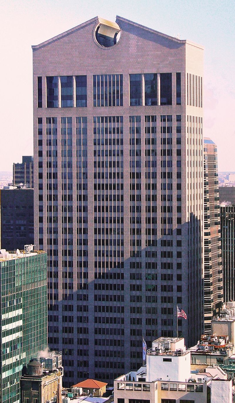 View of the front facade of tower - 550 Madison Avenue/Sony Tower/AT&T Building
