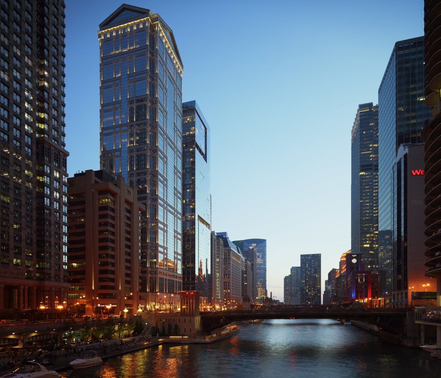 View of the tower - 77 West Wacker Drive