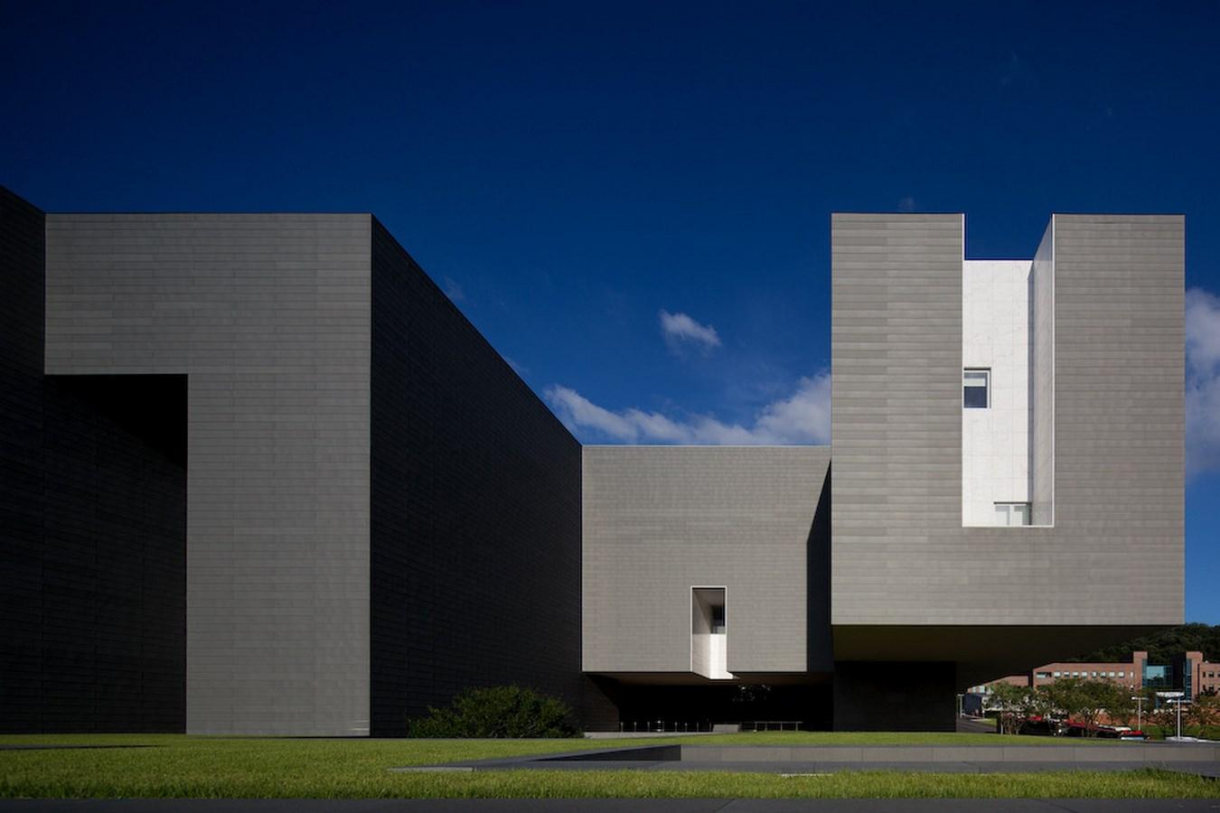 A305 - 15 Top works of Alvaro Siza - Amore Pacific Research & Design Center
