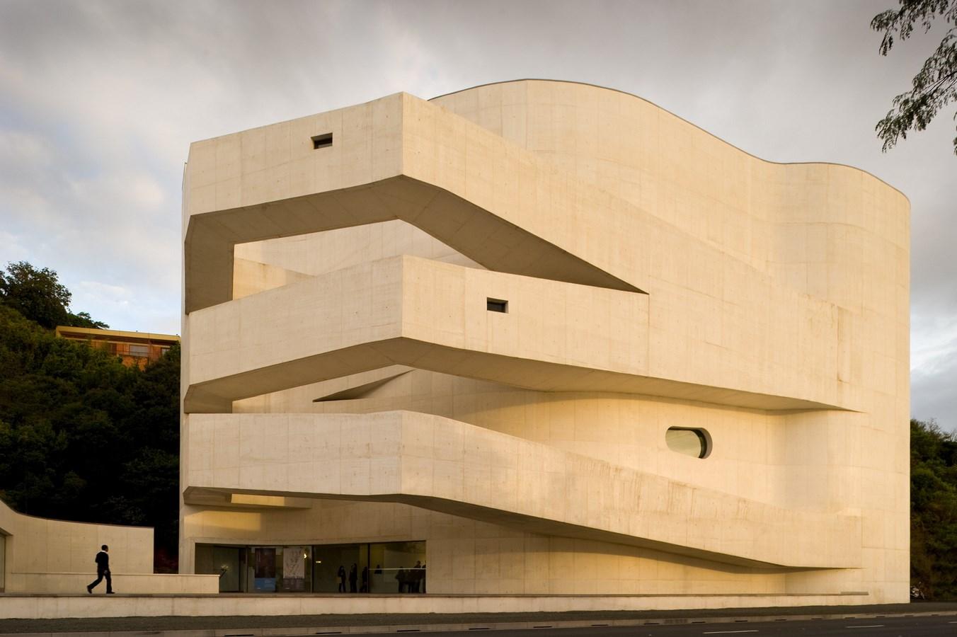 A305 - 15 Top works of Alvaro Siza - Iberê Camargo Foundation
