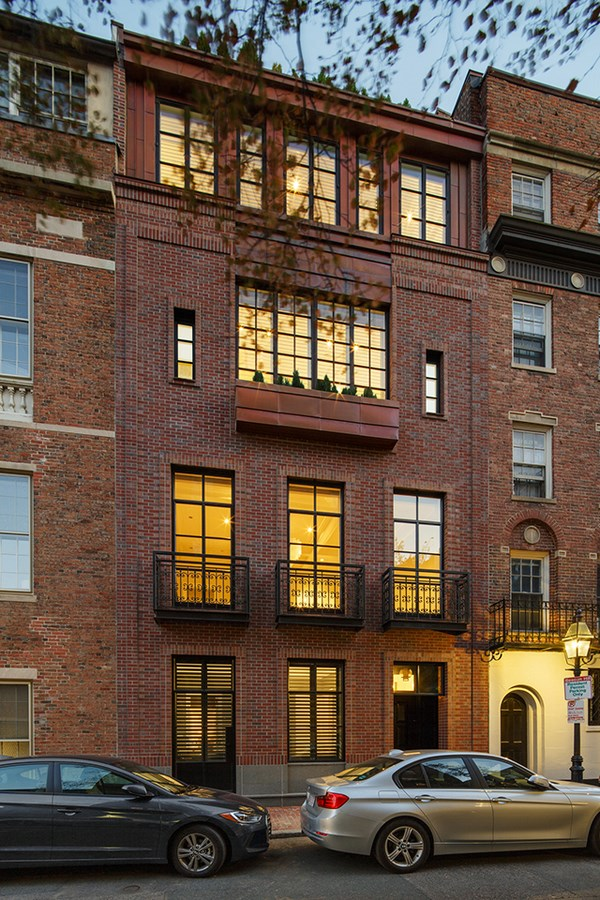 25 Most Iconic Structures In Boston - CHESTNUT STREET TOWNHOUSE
